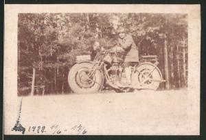 Fotografie Motorrad FN, junge Dame auf Krad sitzend, Kennzeichen: IA-8019