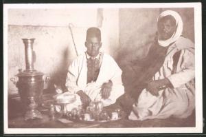 Fotografie Nordafrika, Vater und Sohn beim Tee trinken