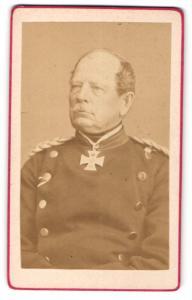 Fotografie Portrait General August von Werder in Uniform mit Orden Eisernes Kreuz