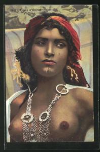 AK Arabische nackte Frau mit Schmuck