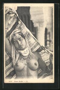 AK Joven Arabe, Arabische nackte Frau mit Schmuck
