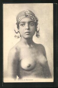 AK arabische nackte Frau, Antinea, la Charmeuse, Frau mit entblösstem Oberkörper