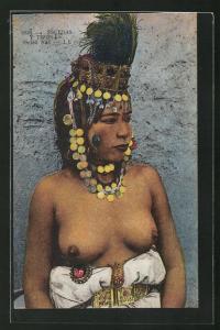 AK arabische halbnackte Frau, Ouled Nail, Frau mit prächtigem Kopfschmuck und nackter Brust