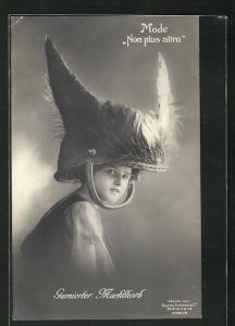 AK Mode Non plus ultra, Junge Frau mit Hut Garnierter Marktkorb