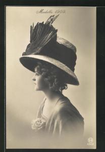 AK Mode Mode1909, Frau einen ausgefallenen Hut tragend