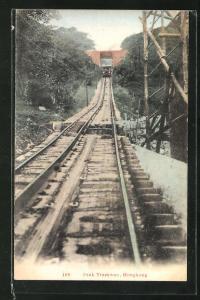 AK Hongkong, Peak Tramway, Bergbahn passiert die Überführung