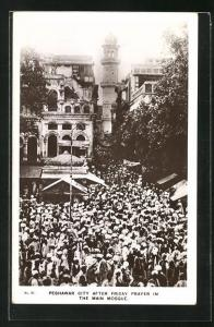 AK Peshawar, Moslems nach dem Freitagsgebet in der grossen Moschee