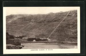 AK Jamestown, Harbour, Blick auf Kirchturm und Bergwand