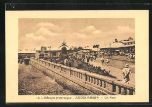 AK Addis-Abeba, Un Parc, Ballustrade mit Blick auf Strasse und Grünanlage