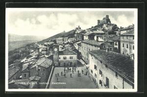 AK San Marino, Panorama, Blick auf Platz mit Häusern und Turmuhr