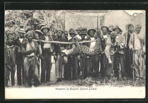 AK Sierra Leone, Hunters in Regent, Wilderer mit erlegtem Leoparden
