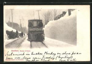 AK Quebec, Strassenbahn auf einer Strasse der tief verschneiten Stadt