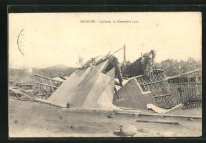 AK Nossi Bé, Cyclone 1912, zerstörtes Haus nach einem Zyklon