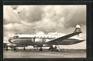 AK Verkehrsflugzeug Metropolitan der Lufthansa auf einem Flughafen
