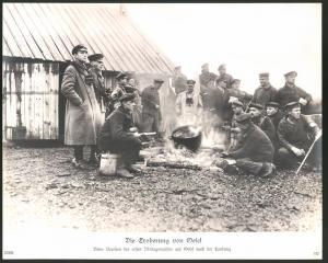 Fotografie Ansicht Oesel, Deutsche Marine-Truppen bereiten Mittagsmahl nach der Landung zu, 1.WK, Grossformat 29 x 24cm