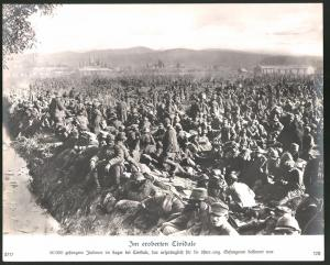 Fotografie Ansicht Cividale, 50000 Kriegsgefangene Italiener im Gefangenenlager dass für Österreicher gebaut wurde, 1.WK