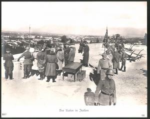 Fotografie 1.WK, Kaiser Wilhelm II. auf Truppenvisite in Italien im gespräch mit hohen Offizieren, Grossformat 29 x 23cm