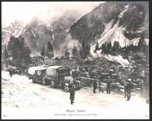 Fotografie 1.WK, Italien-Feldzug, Rast Deutscher Jäger an einer Pass-Strasse, Lastwagen & Ausrüstung, Grossformat 29 x 24cm