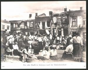Fotografie Ansicht Kolomea, der erste Markt nach der Russenherrschaft, Ladengeschäft Starer, 1.WK, Grossformat 29 x 23cm
