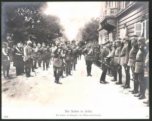 Fotografie Ansicht Sofia, Kaiser Wilhelm II. im Gespräch mit Offiziersabordungen, 1.WK, Grossformat 29 x 24cm