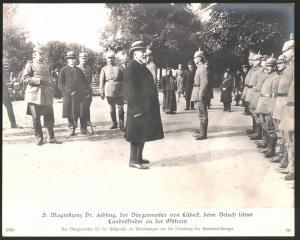 Fotografie 1.WK, Ostfront, S. Magnifizenz Dr. Fehling Bürgermeister von Lübeck vor der Verteilung des Hanseaten-Kreuzes