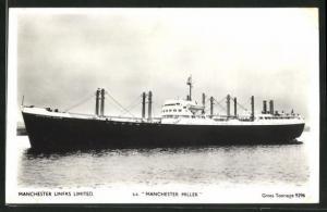 AK Handelsschiff s.s. Manchester Miller bei ruhiger Fahrt vor Küste, Manchester Liners Limited