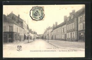 AK Villeneuve-l`Archeveque, La Grande Rue en fete