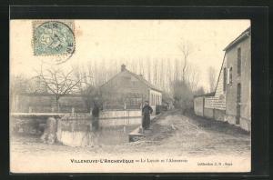 AK Villeneuve-l`Archeveque, Le Lavoir et l`Abreuvoir