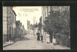 AK Villeneuve-sur-Yonne, La rue du Puits-d`Amour et au fond l`Abside de l`Eglise