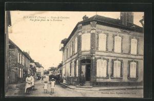AK Dixmont, Route de Cerisiers, Vue prise place de la Fontaine