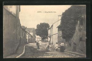 AK Aisy, La grande rue, Häuserfassaden und Kinder