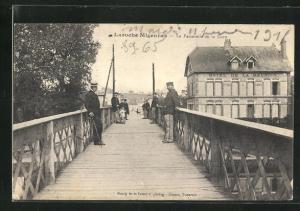 AK Laroche-Migennes, La Passerelle de la Gare, Hotel de la Reunion