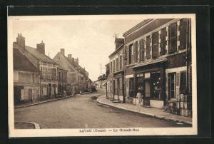 AK Lavau, La Grande-Rue, Geschäfts-und Häuserfassaden