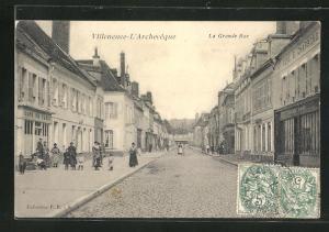 AK Villeneuve-L`Archeveque, Cafe de Paris, La Grande Rue
