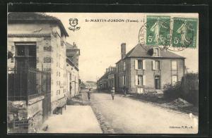 AK St-Martin-d`Ordon, Strassenpartie mit Gebäudeansicht