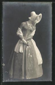 Foto-AK Porzellanfigur, Dame in Kleid mit Hut