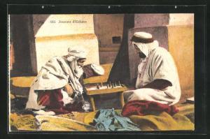 AK Joueurs d`Echecs, Zwei ins Schachspiel vertiefte Araber