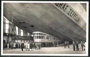 AK Luftschiff Graf Zeppelin startbereit in der Halle