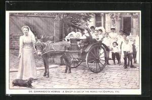 AK Dr. Barnardo's Homes, a Group in one of the Homes for Cripples, behinderte Kinder mit Kutsche bei einem Ausflug