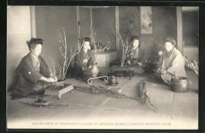 AK Japanerinnen arrangieren Blumen, The Method of arranging Flowers by Japanese Women