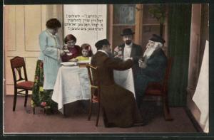 AK jüdische Familie am Tisch beim Essen und Trinken in Zimmer