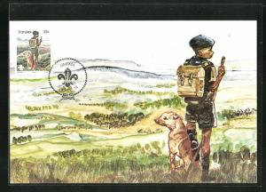 Maximum-AK Pfadfinder Junge mit Rucksack und Mütze schaut in die Landschaft mit Hund, Scouts Hiking