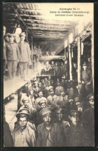 AK Cottbus, Camp, Interieur d'une baraque, französische Kriegsgefangene in einer deutschen Baracke