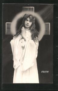 AK Allegorie, hübsches Mädchen betet vor einem Kreuz, Faith