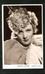 AK Schauspielerin Marlene Dietrich mit bezauberndem Lächeln
