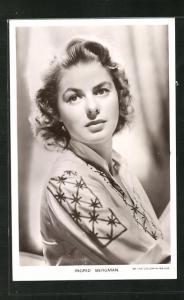 AK Schauspielerin Ingrid Bergman in gemusterter Bluse
