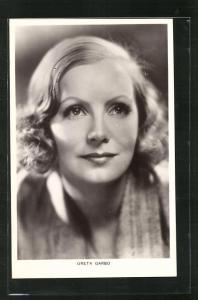 AK Schauspielerin Greta Garbo mit strahlendem Lächeln