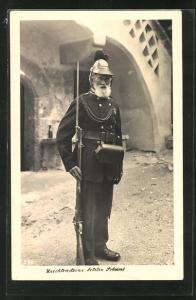 AK Liechtenstein, betagter Soldat mit Gewehr und Bajonett