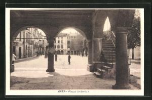 AK Orta, Piazza Umberto I., Blick aus den Arkaden zum Hotel Orta