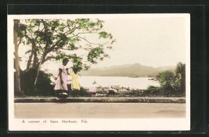 AK Suva Harbour / Fiji, Blick von einer Strasse auf Ort und Bucht